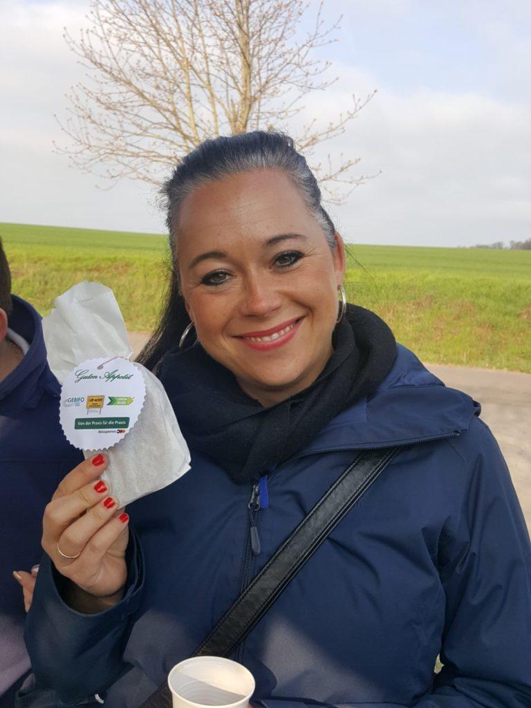 Frau Zauritz bei der Berufsinformationstour vom Regionalbüro Ost